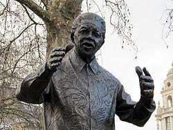 Nelson_Mandela_statue,_Westminster