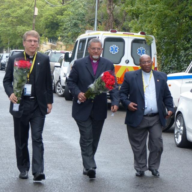 Abrahams es el ex obispo presidente de la Iglesia Metodista de África del Sur, y se unió a los dignatarios de todo el mundo para honrar el legado de Nelson Mandela.