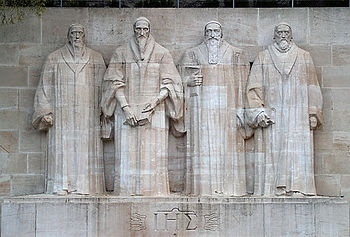La parte central del Monumento Internacional de la Reforma, en Ginebra, Suiza, recuerda el legado de Guillaume Farel, Juan Calvino, Teodoro de Beza y John Knox