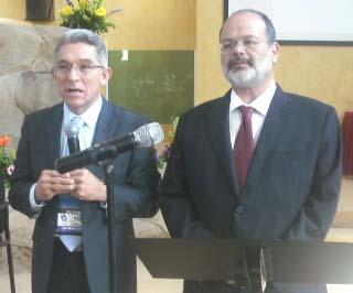 Obispo Raúl García de Ochoa y Mtro. Rubén Ruiz Guerra, presidente de la SEHIMM