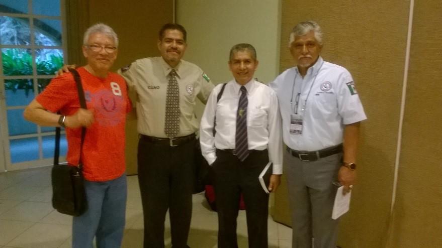 Con el Obispo Felipe Ruiz Aguilar, el Obispo Cruz Hernández Vargas                          y el Presidente del Gabinete Nacional, Hno. Fidel Martínez Almaguer