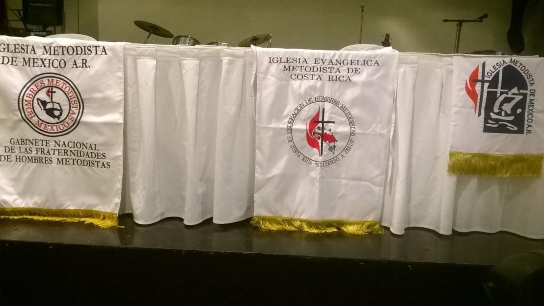 Estandartes de las Fraternidades de Hombres Metodistas de México y de Costa Rica y el emblema de la Iglesia Metodista de México A.R.