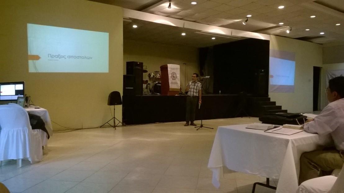 Pbro. José Hernández Zavala de la CAM, impartiendo el Taller sobre Hechos