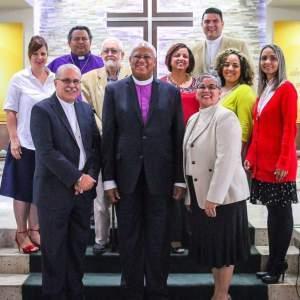 Obispos entrante, saliente y candidata